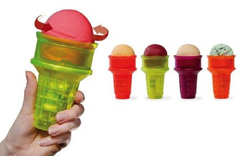 Automatic twirling ice cream cone